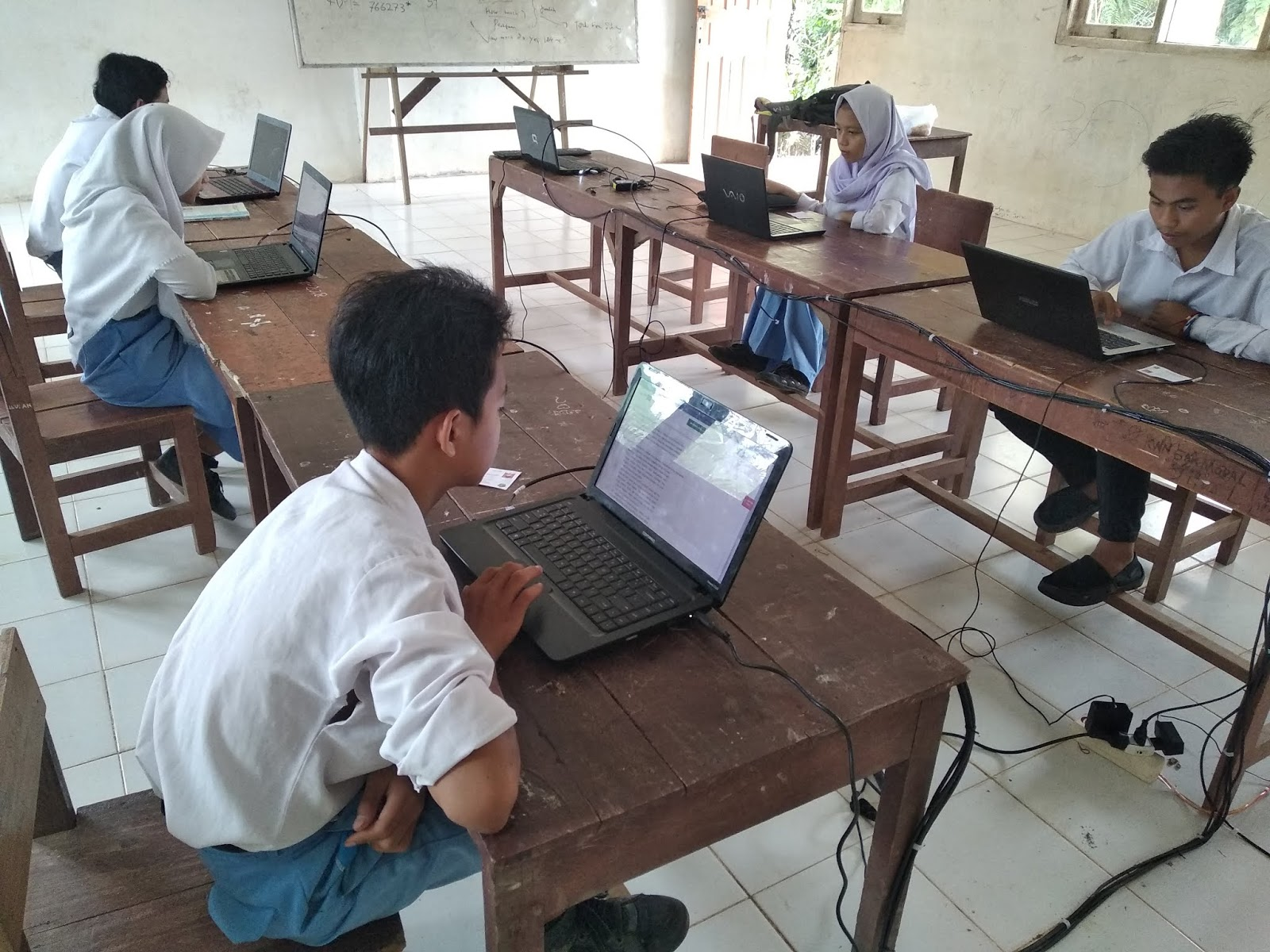 Kelas 9 MTs Nurul Huda Tandun Ikuti Simulasi UNBK Periode 2 Tahun 2019