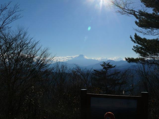 三頭山山頂からの富士山