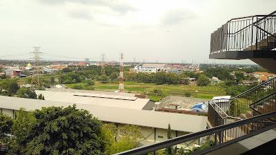 pemandangan lantai 8 stikom surabaya