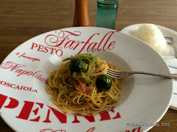 espaguetis-judías-coles-plato