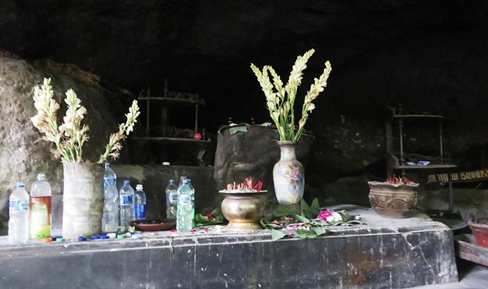 Dupa dan Bunga di Selo Payung