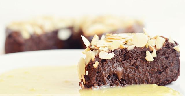 Ultra fondant au chocolat (vegan, sans gluten, sans sucre raffiné, sans matière grasse)
