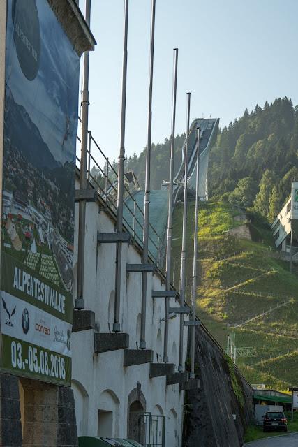Wamberg, Eckbauer und Graseck  Wandern in Garmisch-Partenkirchen  Eiserne Brücke über der Partnachklamm  Start am Olympia Skistadion 02
