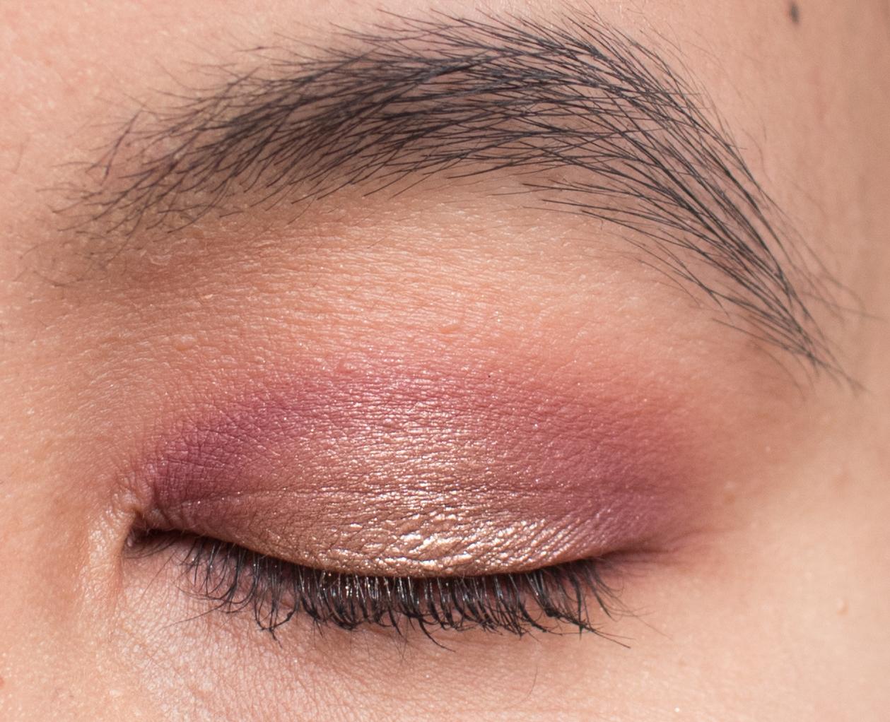 abf0d205692 Warm Berries Makeup Look Closed Eye