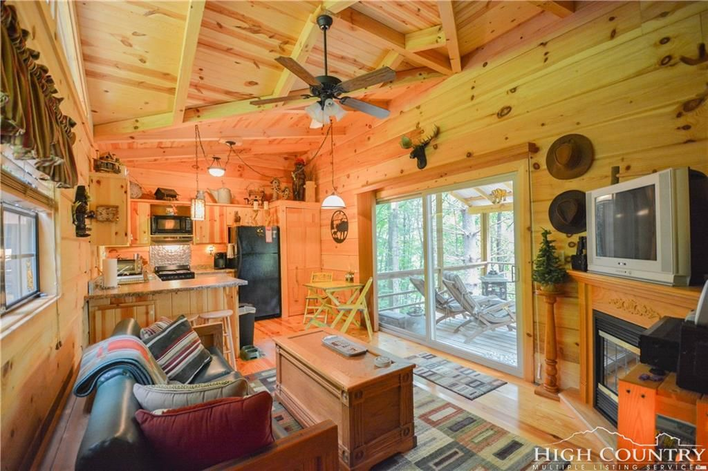 Tiny house town lansing cabin with just 400 sq ft of space for Sf contact nackenkissen small