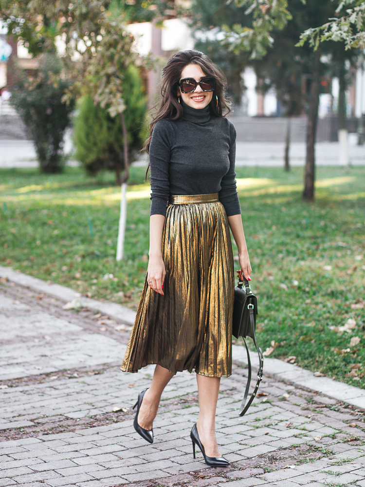 diyorasnotes-fashion-blogger-metallic-pleated-skirt-turtleneck-high-heels-zara-bag