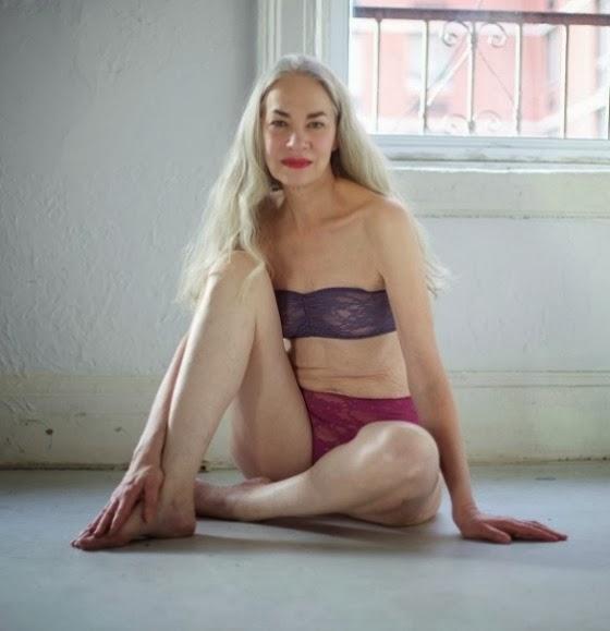 Modelo de lingerie de 62 anos