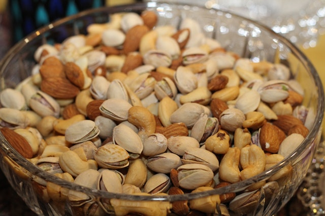 Food Source of Vitamin E Best for Your Body - almonds pistachios cashews dried nuts