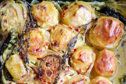 OVEN BAKED TURMERIC AND GARLIC POTATOES.