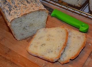 chleb bezglutenowy ze słonecznikiem i dynią