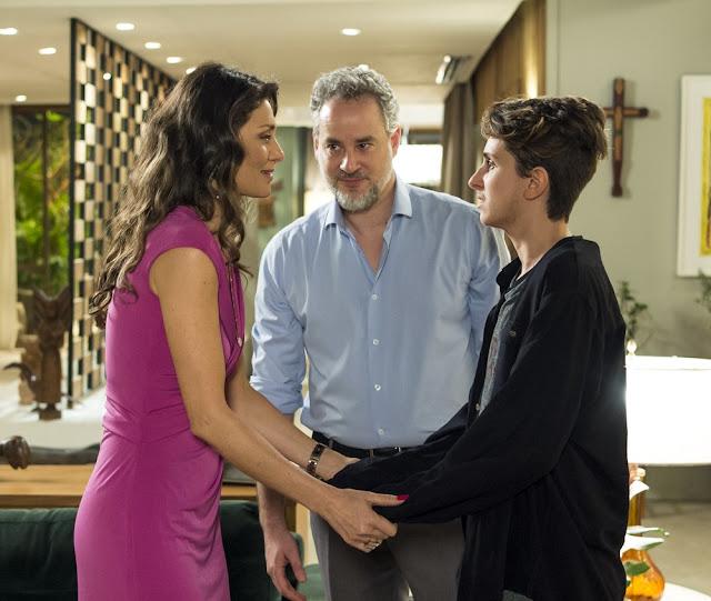 """""""Estou grávido!"""", diz Ivan para a família em """"A Força do Querer"""""""