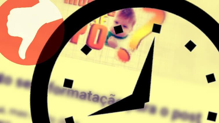 Identidade visual do nosso blog ao fundo, silhueta de um relógio e o sinal de negativo