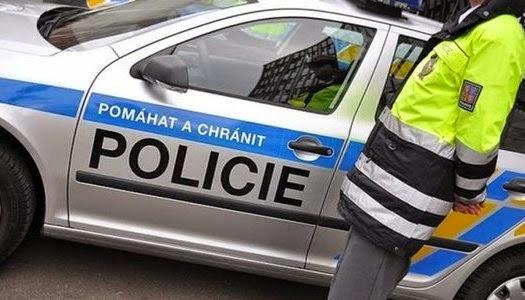 Policía checa arresta adolescente