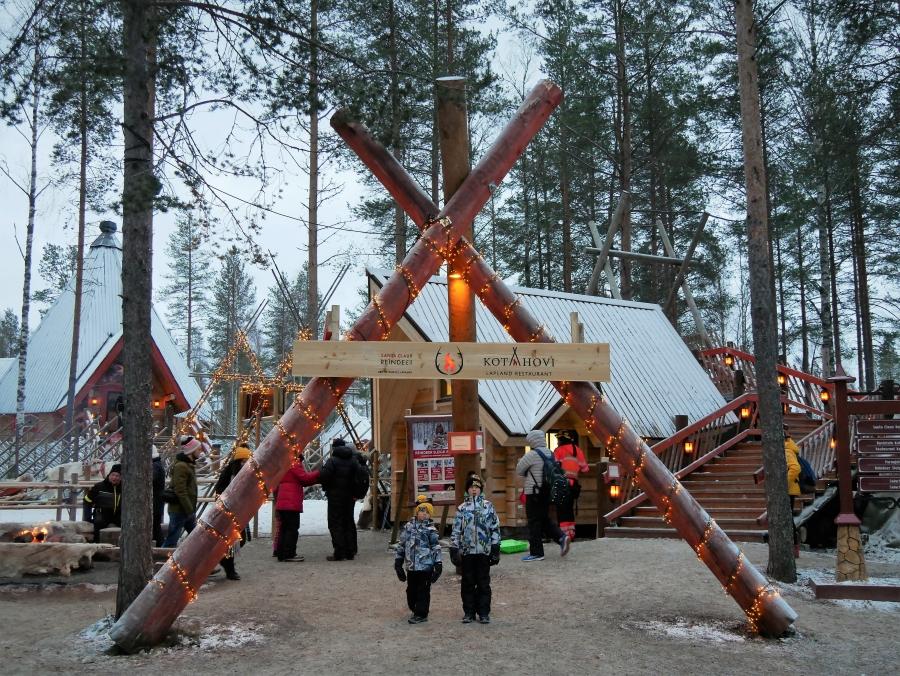 Santa Claus Reindeer - Poroajelu Joulupukin poroilla