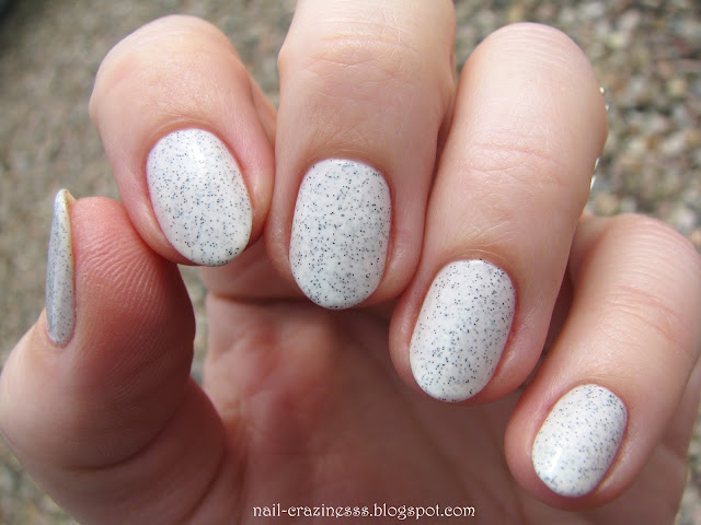 white marble, marble nails, pepper nails
