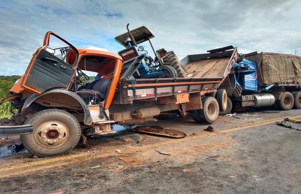 Caminhoneiro de Pimenta Bueno se envolve em grave acidente na BR-070 no MT