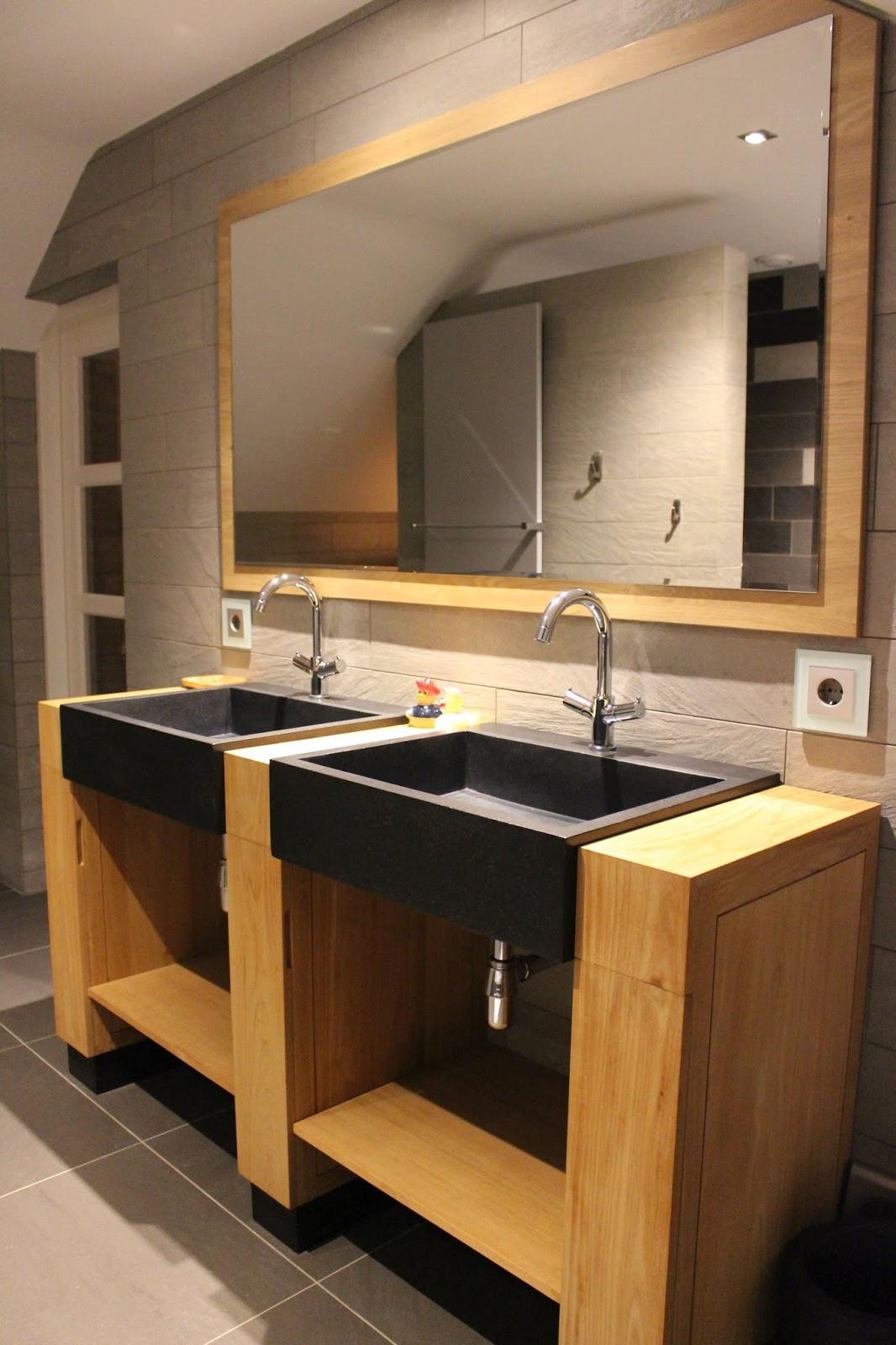 badezimmerm bel aus teakholz und waschbecken aus naturstein hartstein marmor basalt und terrazzo. Black Bedroom Furniture Sets. Home Design Ideas