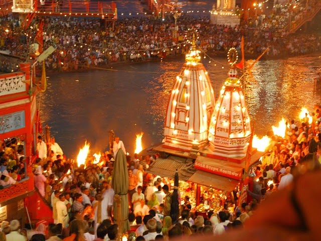Evening Aarti at Har Ki Pauri Ghat in Haridwar, Uttarakhand