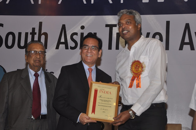CEO of Sagar Ratna wins the award for Best Professional in Innovation
