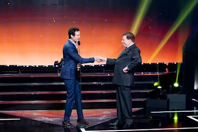 Sérgio Guizé recebe seus prêmios (Crédito: Lourival Ribeiro/SBT)