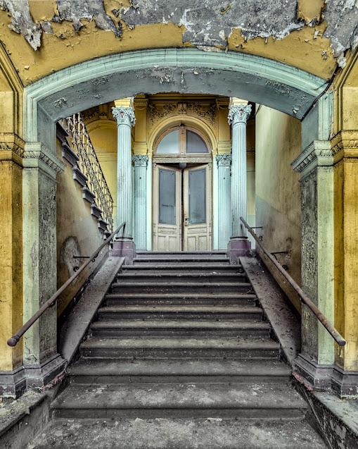Fotografije stepenica u napuštenim zgradama