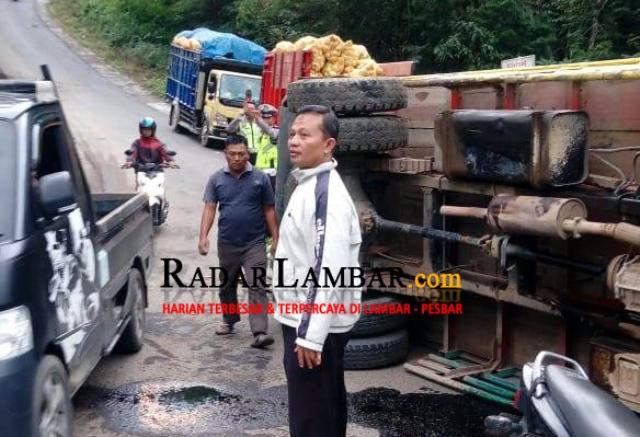Over Tonase,  Truck Bermuatan Sayuran Terguling