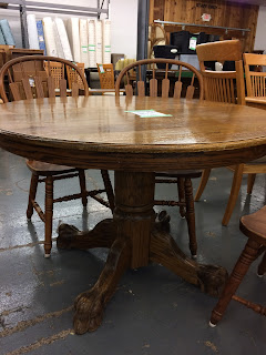 I M Not Sure This Oak Pedestal Table Is An Exact Match To The Richardson Brothers Company Chairs But It S Priced As A Set So Let Go With Ha