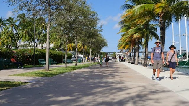 Movimentação de turistas em Miami em novembro