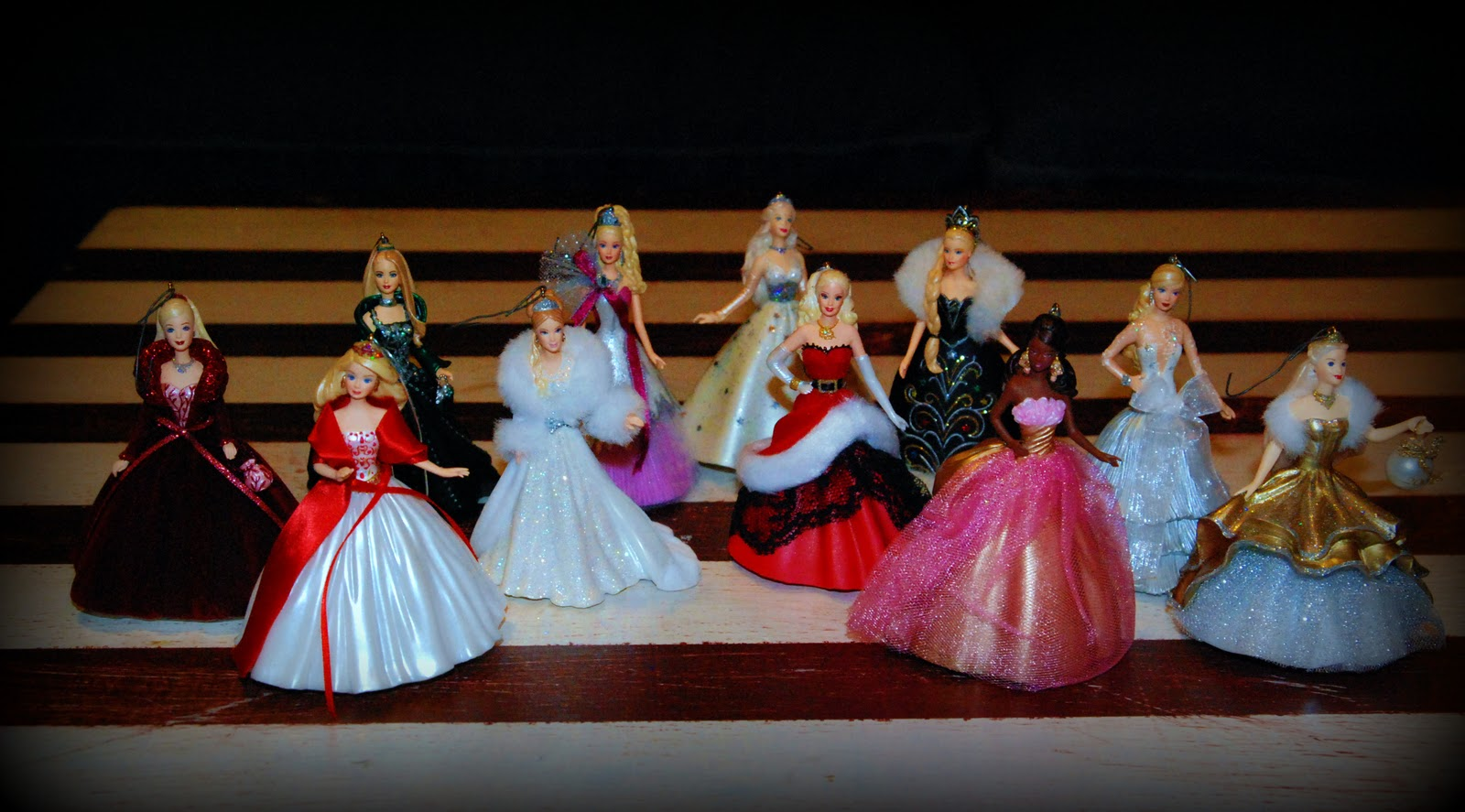 Barbie Christmas Tree Decorations.Live Laugh Love Lindgren Style Light The Lights Upon The