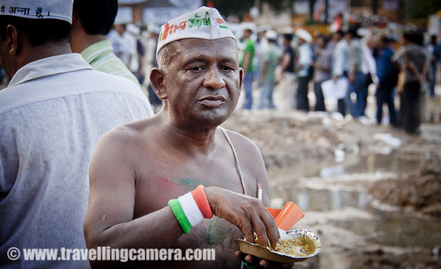 There was Anna's Rasoi in Ram Leela ground for folks who have come to join Anna for this cause. People from almost every state of India joined Anna Hazare in Ram Leela maidan. And it's understandable that all can't fast because of various reasons. But it's a great thing that people at least stepped up and joined the movement !!!