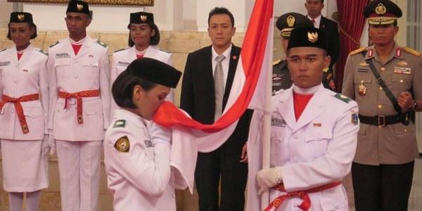 Gloria natapradja mempunyai paspor prancis gagal menjadi anggota pengibar bendera