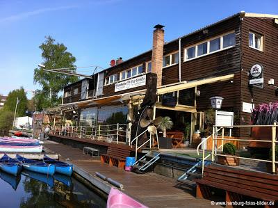 Restaurant und Bootsverleih in Hamburg, Blick auf die Terasse