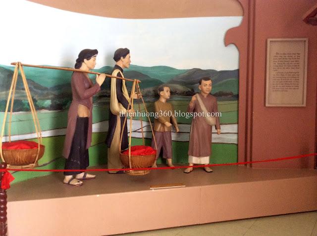 Gia đình cụ Nguyễn Sinh Sắc vào Huế