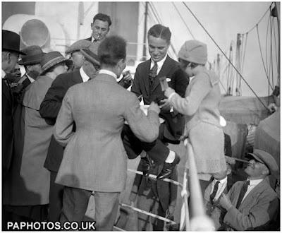 """Чарли Чаплин прибывает в Англию на борту """"Олимпика"""" 9 сентября 1921 г."""