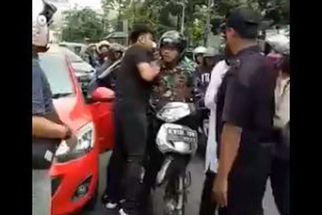 Prajurit TNI Berseragam Lengkap Ini Baku Hantam dengan Pengendara Mazda di Rawamangun, Gara-garanya.....