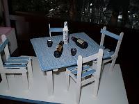 Mesa de bar em miniatura. Artesanato boemia