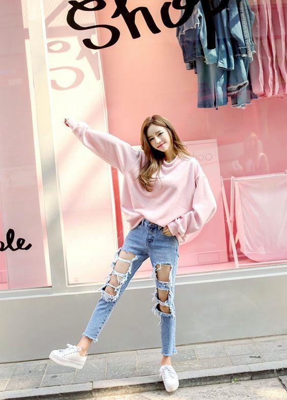 model Ripped Jeans Dan Sweaters wanita kekinian