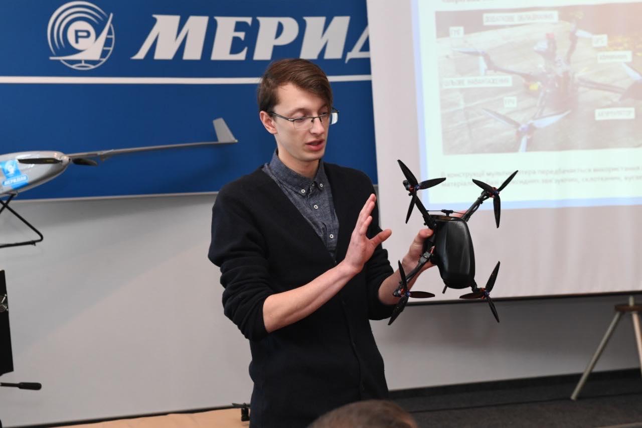Меридіан презентував військовий квадрокоптер-розвідник