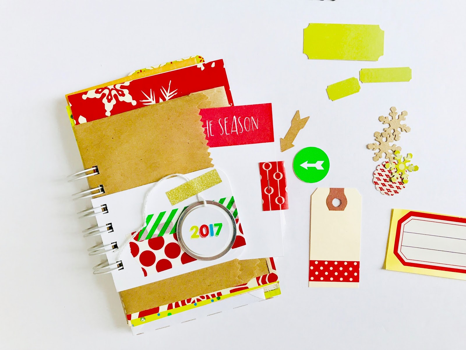 30 Lists Journal for December | Use this easy trick using a journaling card and a paper scrap to make a pull-out tab.