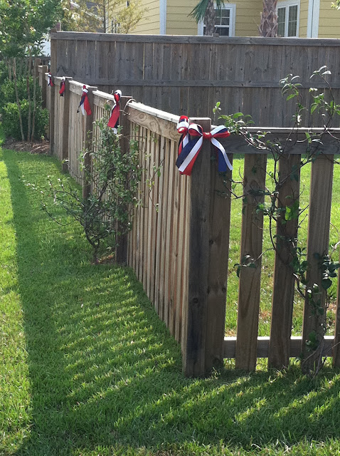 Forth of July, Independence Day decorations.  Bunting, ribbons & yard art in red, white & blue. | The Lowcountry Lady