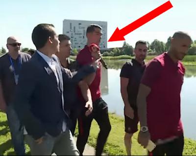 رونالدو يرمي بمكروفون صحافي في البحيرة Ronaldo