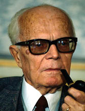 Sandro Pertini with his customary pipe