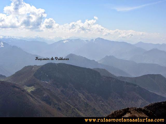 Ruta al Campigüeños y Carasca: Vista del Requexón de Valdunes