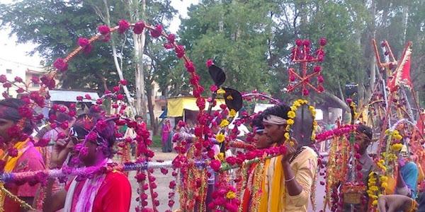 नर्मदा का जल लेकर शहर में निकले कावडिये, शिव मंदिरों में अभिषेक किया