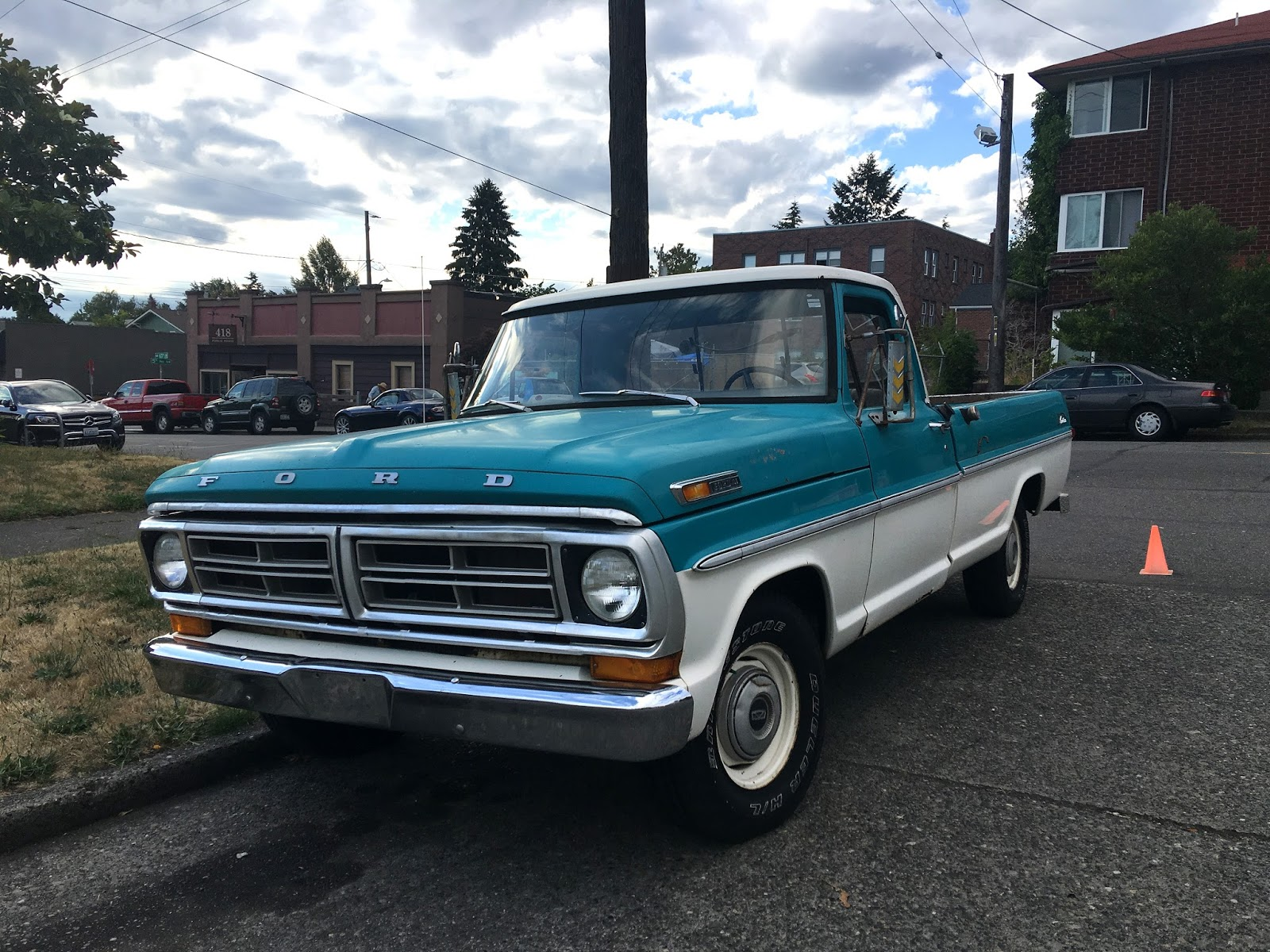 3wire Dist Wiring Help Needed 239914 likewise Zm9yZC1mMTAwLTE5NzItYnk together with 1972 Chevrolet C20 34 Ton Longbed 4x4 besides Crate Motor Guide 1973 2013 Gmcchevy Trucks moreover File Chevrolet C 10 pickup. on 1972 gmc sierra grande pickup