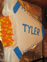 cake decroated in the shape of a rocket