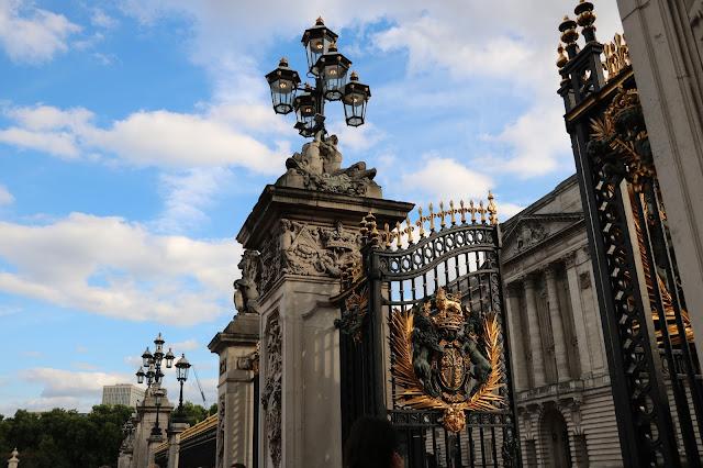london england buckingham palace