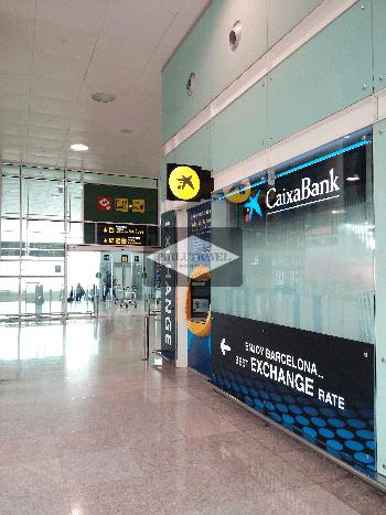 banco CaixaBank Terminal 2 del aeropuerto El Prat de Barcelona cambiar euros cambiar dólares por euros