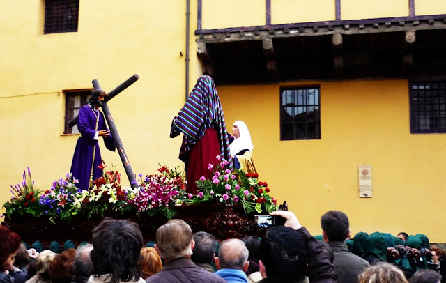 Jesús consuela a las mujeres de Jerusalén. Cofradía de María del Dulce Nombre. León. Foto G. Márquez.