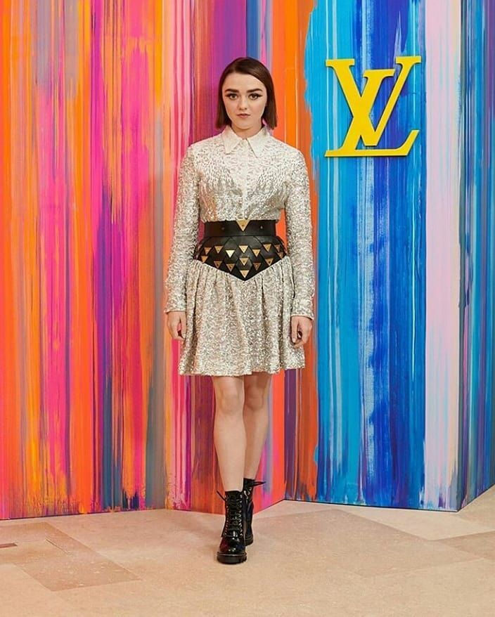 maisie williams hot photoshoot